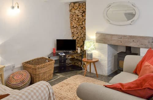Last Minute Cottages - Inviting Port Isaac Apartment S123652