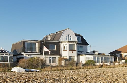 Last Minute Cottages - Lovely Eastbourne Apartment S25008