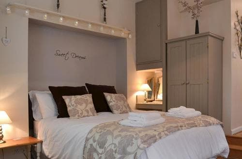 Last Minute Cottages - The Stable Room