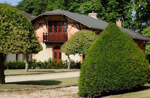 Last Minute Cottages - Le Pavillon de Chasse - 321