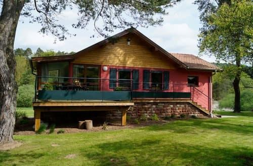 Last Minute Cottages - Le Chalet - 2223
