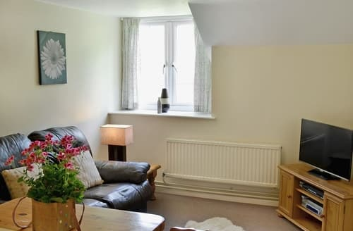 Last Minute Cottages - Bullfinch Apartment -B6133