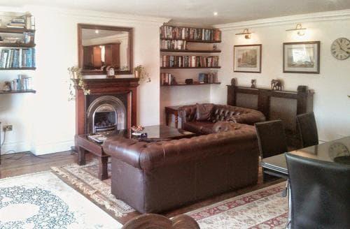 Last Minute Cottages - Mahogany Apartment