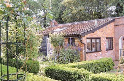 Last Minute Cottages - Gardeners Cottage - BEX