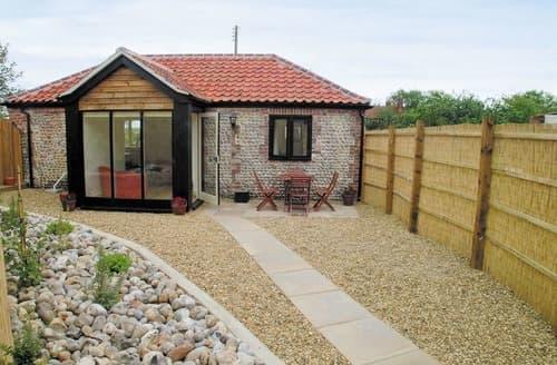 Last Minute Cottages - Quaint North Walsham Cottage S17537