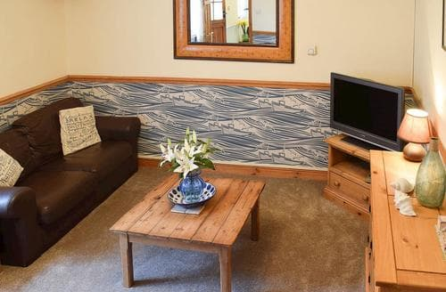 Last Minute Cottages - Attractive Whitby Apartment S79432