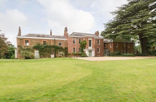 Last Minute Cottages - Ingoldisthorpe Hall