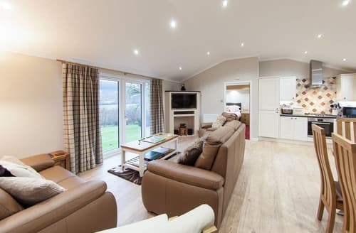 Last Minute Cottages - Owl Lodge UK10583