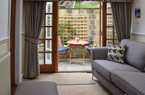 Last Minute Cottages - Wonderful Brompton Apartment S79974