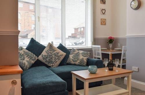 Last Minute Cottages - Quaint Whitby Apartment S125699