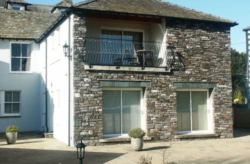 Dog Friendly Cottages - Captivating Keswick Apartment S85035