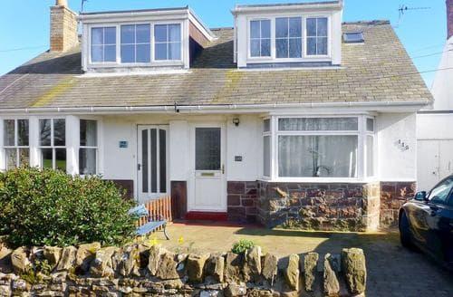 Last Minute Cottages - Adorable Seahouses Cottage S49751