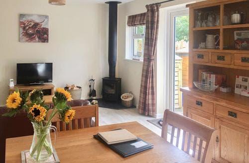 Last Minute Cottages - Lovely Harbottle Cottage S79047