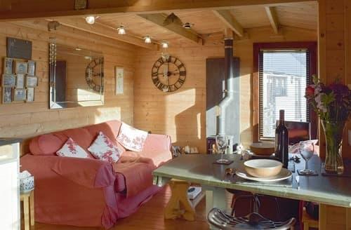 Last Minute Cottages - The Lodge - UK10376