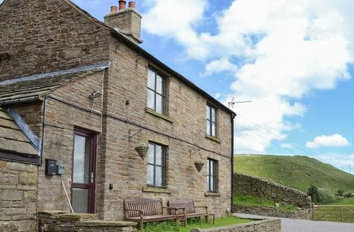 Last Minute Cottages - Blackclough Farmhouse