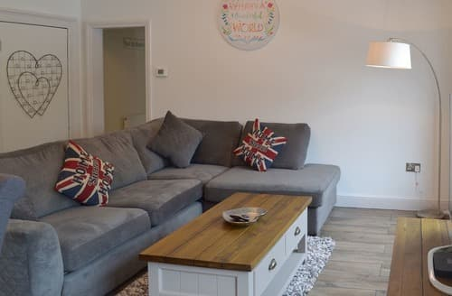 Last Minute Cottages - Gorgeous Bakewell Apartment S98411