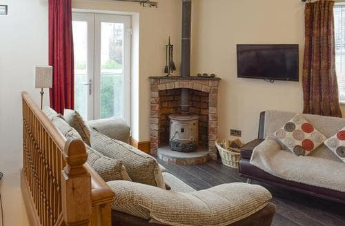 Last Minute Cottages - Groveside Cottage