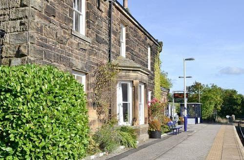 Last Minute Cottages - Station House