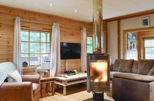 Last Minute Cottages - Woodland View