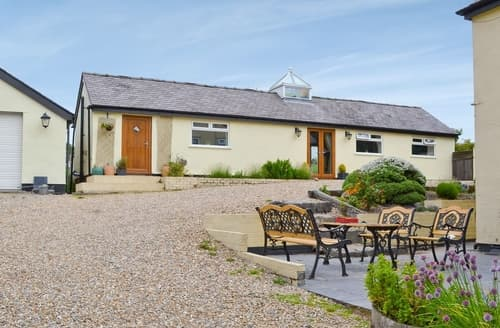 Last Minute Cottages - Attractive Mold And The Clwydian Range Cottage S37809