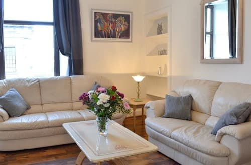 Last Minute Cottages - Cosy Glasgow Apartment S98415