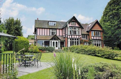 Last Minute Cottages - Barton House