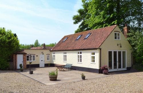 Last Minute Cottages - Charming Dereham Cottage S17162