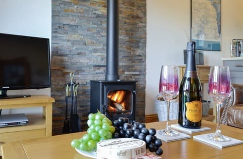Last Minute Cottages - Cosy Greenhead Cottage S128259