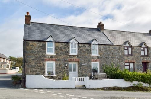 Last Minute Cottages - Attractive St Davids Cottage S70512