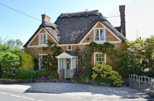 Last Minute Cottages - Swiss Cottage