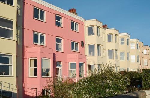 Last Minute Cottages - Charming Pwllheli Apartment S73975