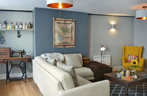 Last Minute Cottages - Inviting Llandeilo Apartment S81782