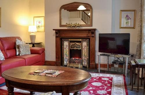 Last Minute Cottages - Smithy House