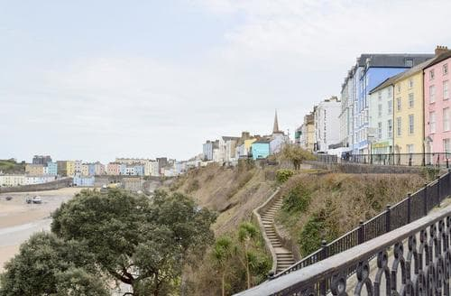 Last Minute Cottages - Gorgeous Tenby Apartment S88116