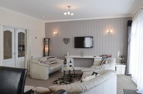 Last Minute Cottages - Gorgeous New Quay Apartment S94946