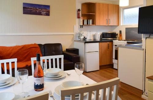 Last Minute Cottages - Luxury New Quay Lodge S93435