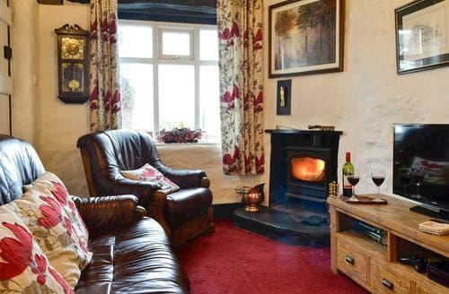 Last Minute Cottages - Colomendy Lodge