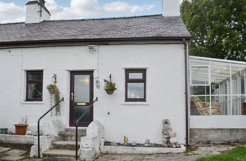 Dog Friendly Cottages - Ty Newydd Green cottage