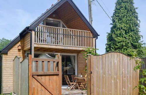 Last Minute Cottages - Delightful Swansea Lodge S100986