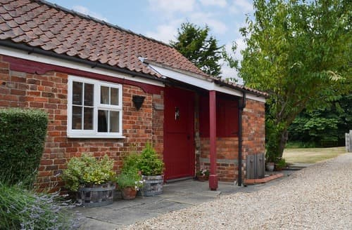 Last Minute Cottages - The Old Stable _ E4126
