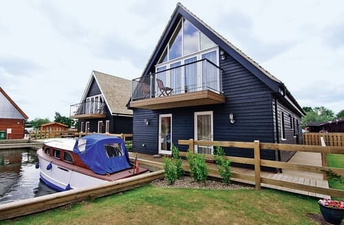 Last Minute Cottages - Lovely Horning Lodge S17365