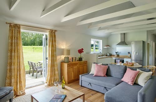 Last Minute Cottages - Luxury Chichester Cottage S77037