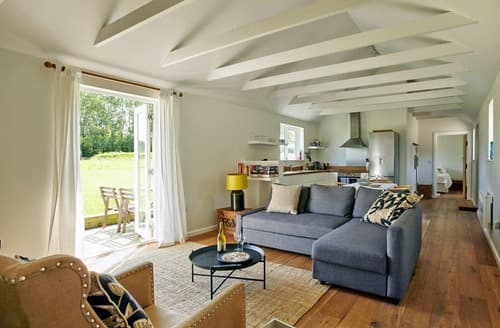 Last Minute Cottages - Luxury Chichester Cottage S76984