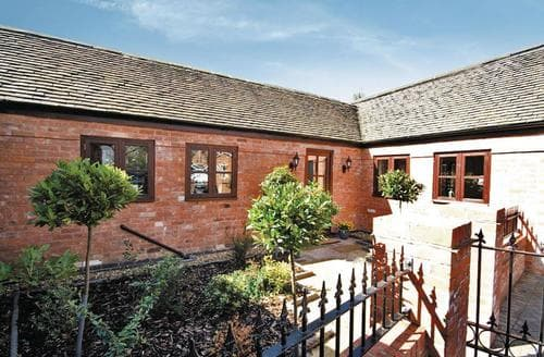 Last Minute Cottages - Cosy Stafford Cottage S16056