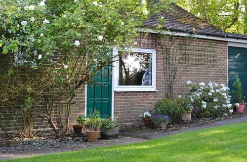 Last Minute Cottages - The Garden Cottage - E5368