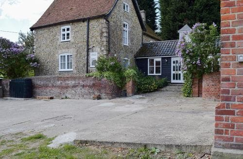 Last Minute Cottages - Old Applecroft Farmhouse