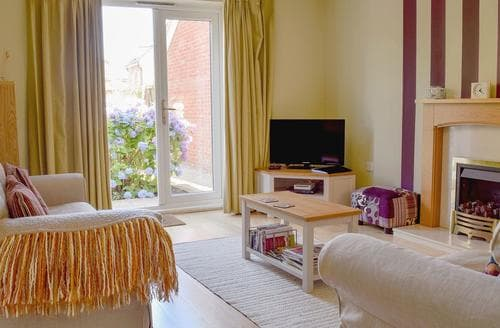 Last Minute Cottages - Attractive Evesham Cottage S83948