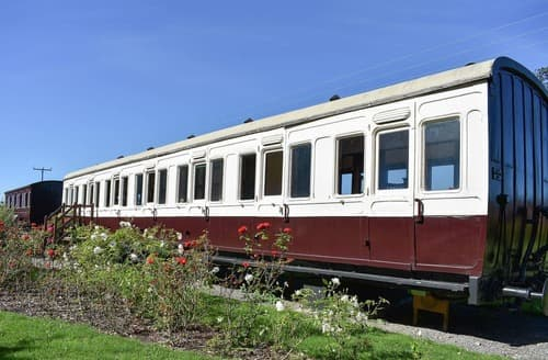 Last Minute Cottages - Railway Carriage Two - E5601