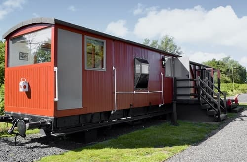 Last Minute Cottages - The Guards Van