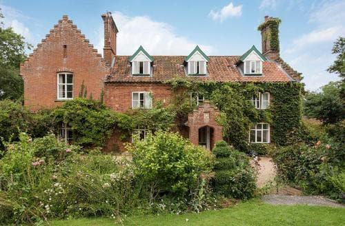 Last Minute Cottages - Castle Farm